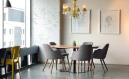 Spisebord og spisebordsstole